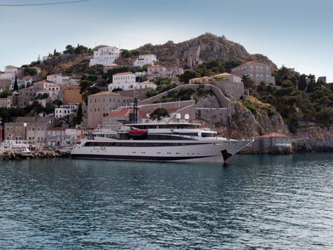 Scenic shot of Variety Voyager in Hydra