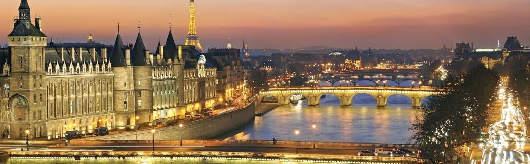 How-to-spend-Christmas-in-Paris-River-Seine-1