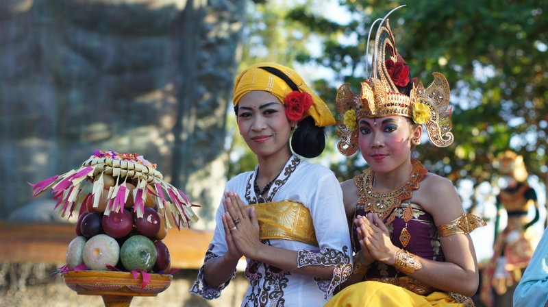 Bali Sailing Cruise Vito Balinese girls