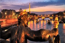 "<div class=""Title"" id=""title"">Christmas Cruise</div><div class=""Location"" id=""location"">Seine &#8211; Paris</div> <div class=""Price"" id=""price"">11 Day From £1529pp </div>"