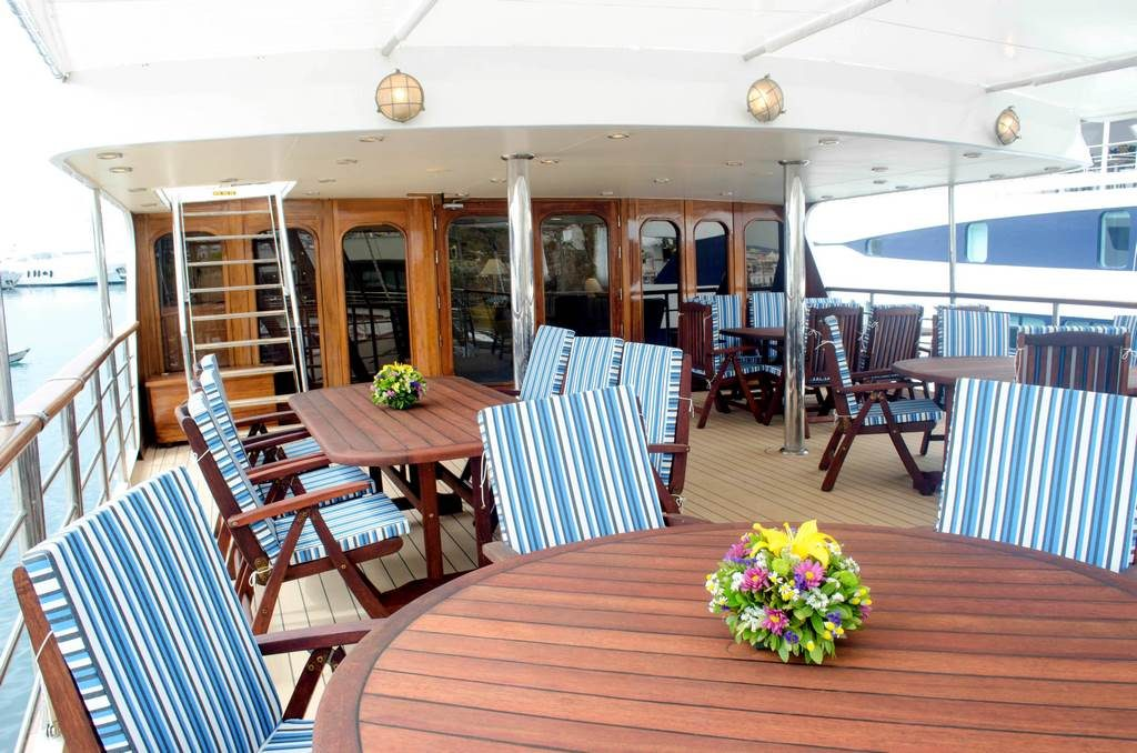 Callisto Outdoor Dining Area - Upper Deck