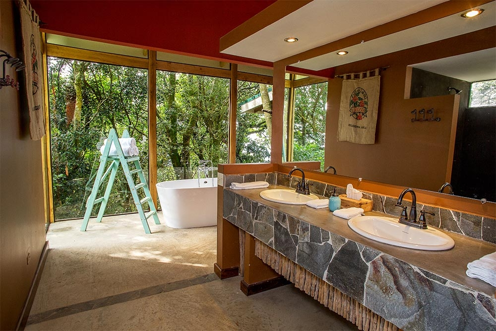 Chayote Lodge Bathroom